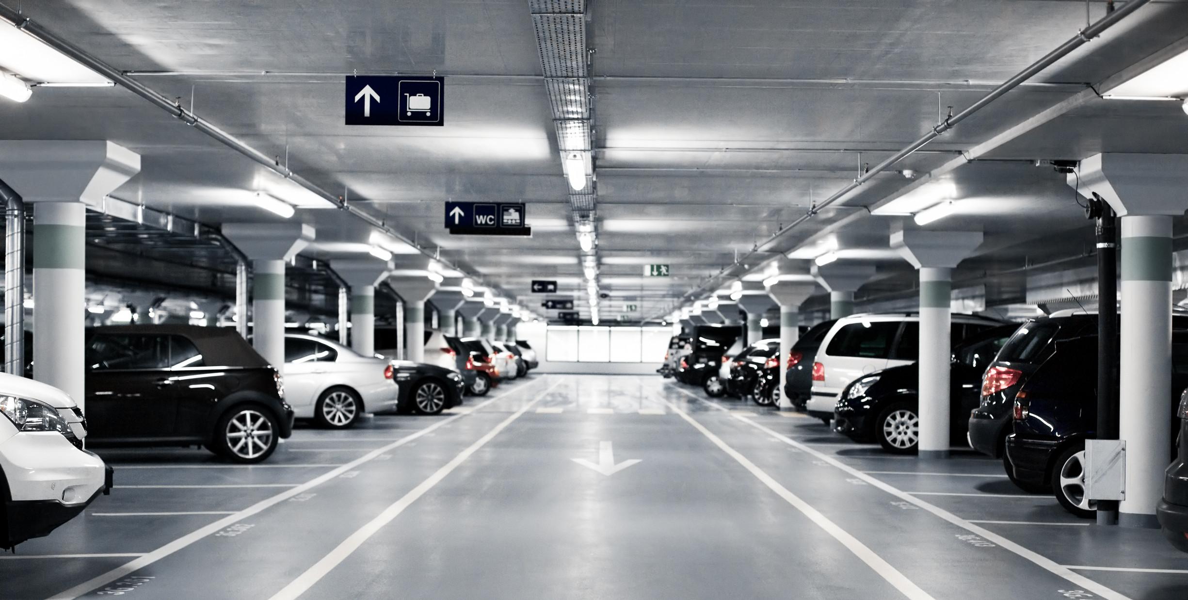 parkering tæt på kastrup lufthavn